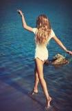 Молодая женщина в реке Стоковое Фото