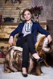 Молодая женщина в синем пиджаке стоковые изображения rf