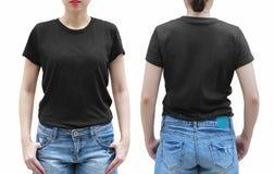 Молодая женщина в черной рубашке на белой предпосылке С закреплять PA стоковые изображения rf