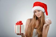 Молодая женщина в Santa Claus Стоковое Изображение RF