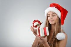 Молодая женщина в Santa Claus Стоковые Фото