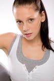 Молодая женщина в sportswear на белой предпосылке Стоковое Фото