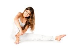 Молодая женщина делая тренировки пригодности Стоковое Изображение