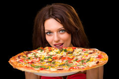 Молодая женщина есть пиццу Стоковая Фотография RF