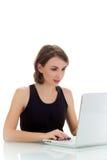 Молодая женщина используя компьтер-книжку Стоковые Изображения RF