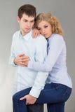 Молодая женщина и человек над серым цветом Стоковое фото RF