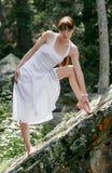 Молодая женщина на день лета стоковая фотография rf