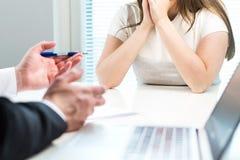 Молодая женщина получая увольнянный от работы в офисе стоковая фотография rf