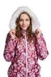 Молодая женщина стоя в одеждах зимы Стоковое Изображение
