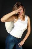 Молодая женщина с белыми крылами Стоковые Фотографии RF