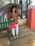 Молодая женщина с зонтиком Стоковое Изображение