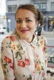 Молодая женщина с серьгой пера Стоковое фото RF