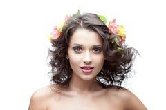 Молодая женщина с цветком в волосах Стоковая Фотография RF