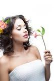 Молодая женщина с цветком Стоковое Фото