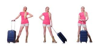 Молодая женщина с чемоданом готовым на праздник пляжа Стоковые Фото