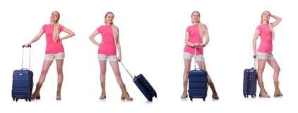 Молодая женщина с чемоданом готовым на праздник пляжа Стоковые Изображения RF