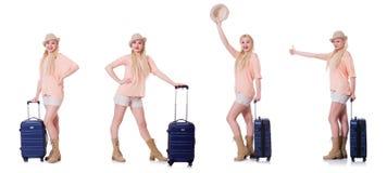 Молодая женщина с чемоданом готовым на праздник пляжа Стоковые Изображения