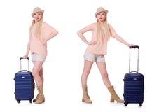 Молодая женщина с чемоданом готовым на праздник пляжа Стоковая Фотография RF