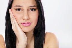 Молодая женщина с toothache стоковые изображения