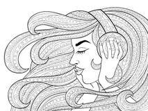 Молодая красивая девушка с длинными волнистыми волосами слушая к музыке в наушниках Татуировка или взрослая antistress страница р иллюстрация вектора