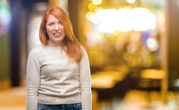 Молодая красивая женщина redhead над белой предпосылкой стоковое фото rf