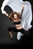Молодая красивейшая женщина скача на черноту Стоковые Изображения RF