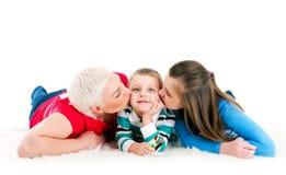 Молодая мать с 2 дет Стоковое Изображение