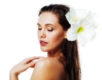 Молодая милая женщина с концом цветка Amarilis вверх изолированная на wh стоковое изображение rf