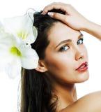 Молодая милая женщина с концом цветка Amarilis вверх изолированная на wh стоковые фотографии rf