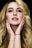 Молодая сексуальная девушка белокурых волос очарования красивая Стоковая Фотография RF