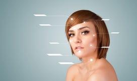 Молодая сексуальная девушка с стрелками лицевой обработки современными Стоковые Изображения RF