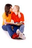 Молодая семья читая книгу совместно Стоковая Фотография RF