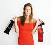 Молодая современная белокурая женщина с разнообразный представлять сумок эмоциональный на белой предпосылке, продаже, концепции л Стоковое фото RF