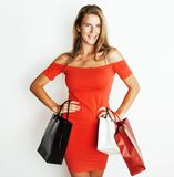 Молодая современная белокурая женщина с разнообразный представлять сумок эмоциональный на белой предпосылке, продаже, концепции л Стоковое Изображение