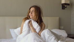 Молодая сонная женщина проспала вверх стоковая фотография rf