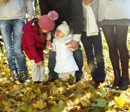 Молодая счастливая семья в пуще осени Стоковые Фото
