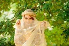 Молодая счастливая средневековая девушка Стоковое Фото