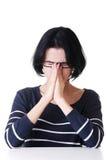 Молодая унылая женщина, имеет большие проблему или нажатие стоковое изображение rf