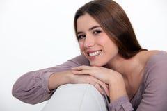 Молодая brown-haired женщина стоковые фотографии rf