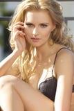 Молодое сексуальное белокурое в сексуальном женское бельё Стоковые Изображения RF