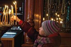 Молодое ptayer в церков Стоковое Изображение RF