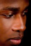 Молодой африканский человек с темный смотреть кожи стоковые изображения