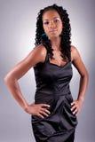 Молодой африканский amercian представлять женщины стоковое фото