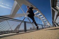 Молодой бег спортсмена на открытом воздухе стоковое изображение rf