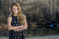 Молодой белокурый подросток наслаждается красивым днем Стоковая Фотография RF