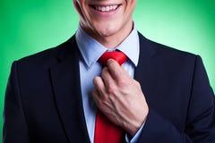 Молодой бизнесмен в костюме и связи Стоковое Изображение RF