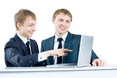 Молодой бизнесмен обсуждая проект Стоковые Фото