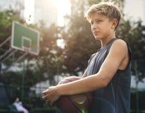 Молодой всход баскетболиста Стоковые Изображения RF