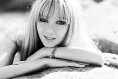 Молодой женщины портрет outdoors Стоковое фото RF