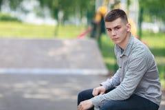 Молодой конькобежец мальчика в парке Стоковые Фотографии RF